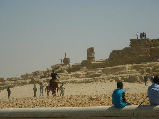 Pyramids of Giza: суета-сует