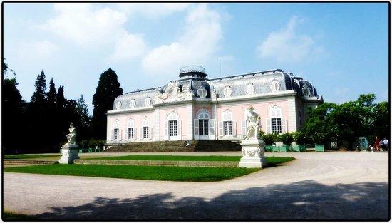Schloss Benrath: Дворец Бенрат, Поддюсельдорфье ))