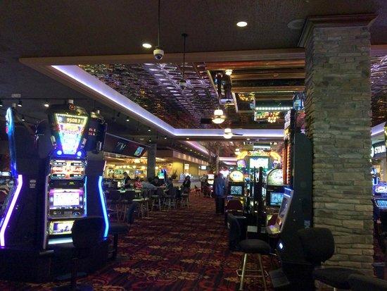 Red Lion Hotel & Casino : Casino area where front desk is located