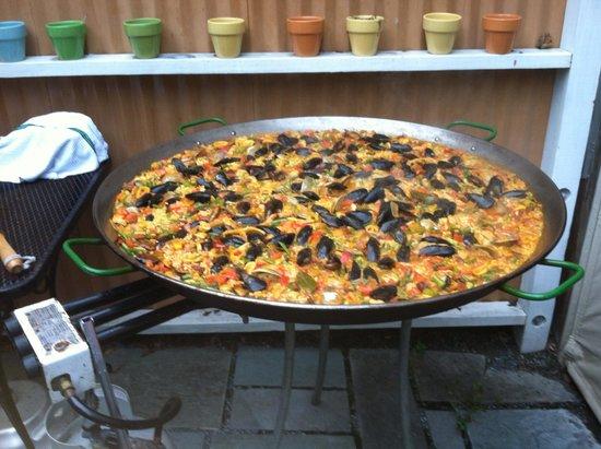 Cafe Azafran : Paella Night Delight.....