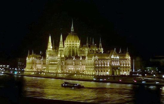 Boutique Hotel Victoria Budapest: Parliament building at night from balcony