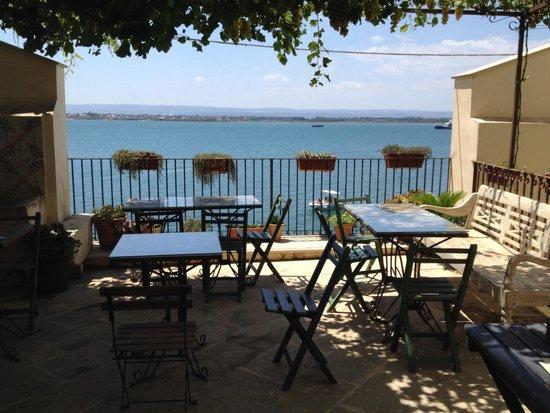 Charme Hotel Henry's House : Terrasse petit déjeuner + apéro du soir !