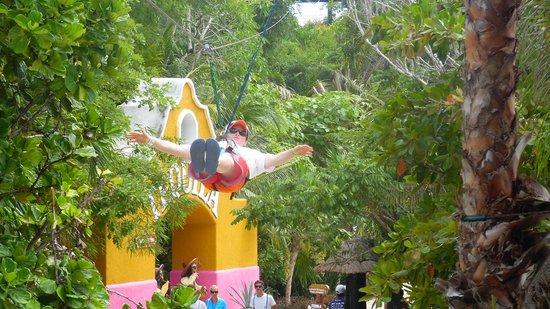 Chankanaab Beach Adventure Park: Just flying
