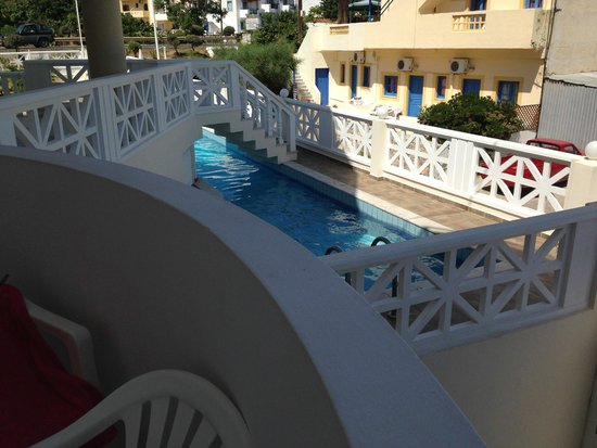Filia Hotel Apartments : View over pool