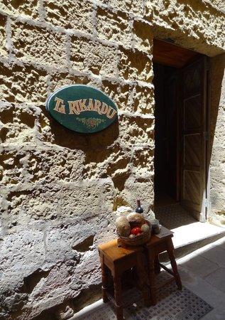 Ta' Rikardu: Restaurant Eingang