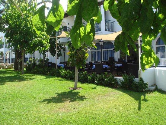 Apartamentos Roc Oasis Park: Une des terrasses du restaurant
