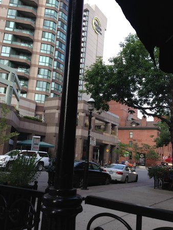 Chelsea Hotel, Toronto: Eating dinner at a nearby restaurant on a quiet street near the hotel