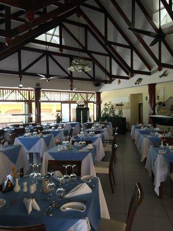 Pirogue Lodge : salle de restaurant
