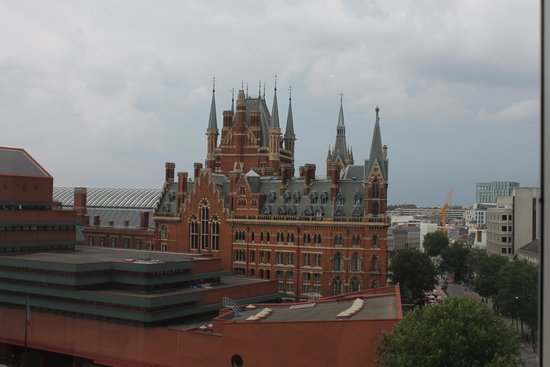 Pullman London St Pancras Hotel: View just outside the elevator from the 7th floor