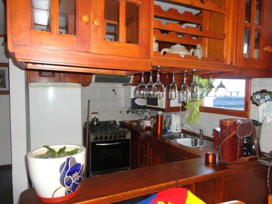 Rotui Apart Hotel: Cocina muy equipada