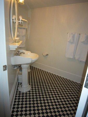The Marshall House: Bathroom