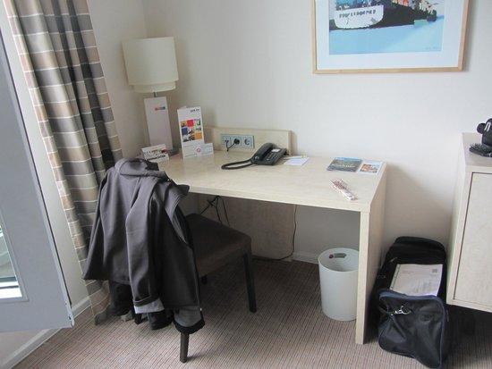 Select Hotel Hamburg Nord: Der Schreibtisch