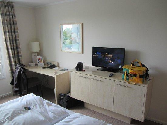 Select Hotel Hamburg Nord: Zimmer mit Ausblick auf den Parkplatz