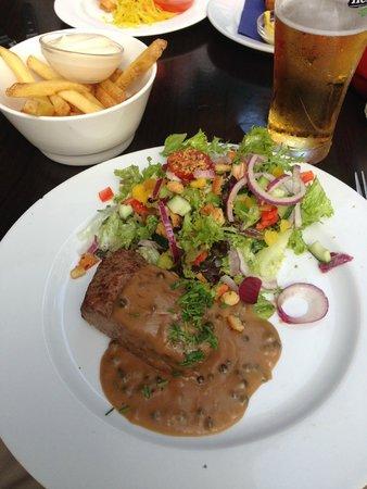 Dubbel Restaurant: Dutch beefsteak with salad and fries