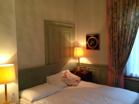 Hotel Park Villa: Gemütliches Eckzimmer erste Etage vorne