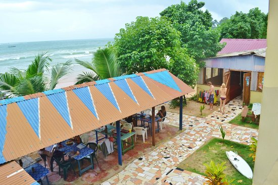 Kangaroo Pouch Beach Resort : Hotel grounds