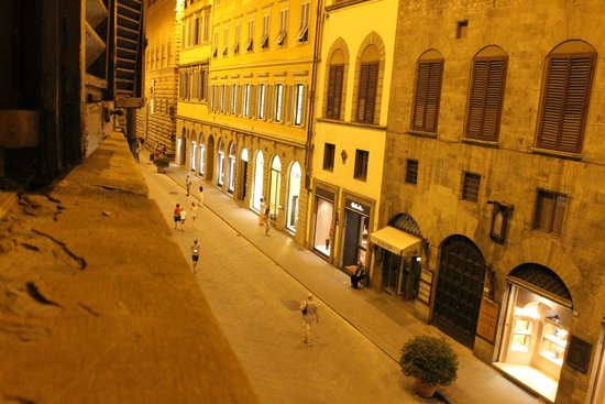 Hotel Tornabuoni Beacci : View from our window in the evening