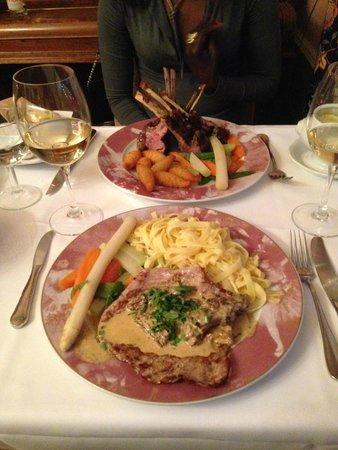 Hotel Park Villa: Unsere Dinner-Hauptspeisen sehen sehr lecker aus