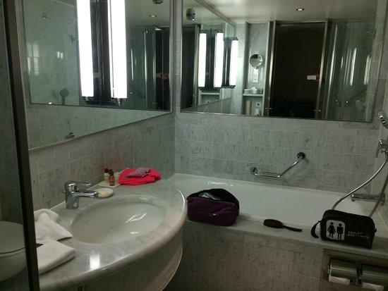 Sheraton Paris Airport Hotel & Conference Centre : salle de bains