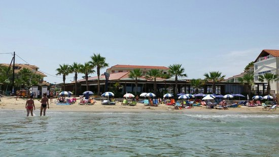 Tsilivi Beach Hotel: View of the bar from the sea