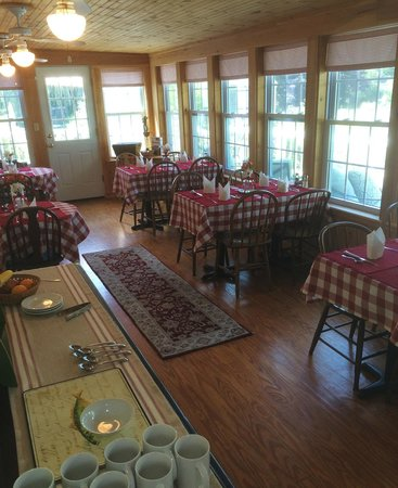 Beach Farm Inn B&B and Cottage: Breakfast room