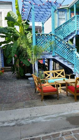 Creole Gardens Guesthouse Bed & Breakfast: courtyard 2