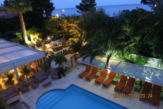 Best Western Plus Montfleuri : Pool area, courtyard and restaurant