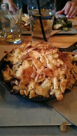 Prohibition Pig: Craft Mac & Cheese with bacon