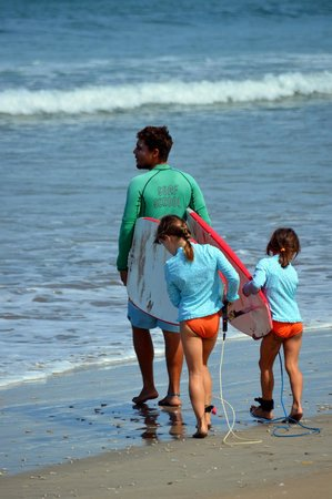Frijoles Locos Surf Shop & Spa : Heading out with Marcos for our first lesson of the trip