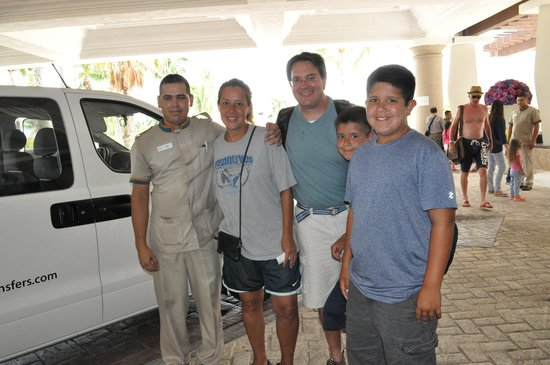 Moon Palace Cancun: Robin with family