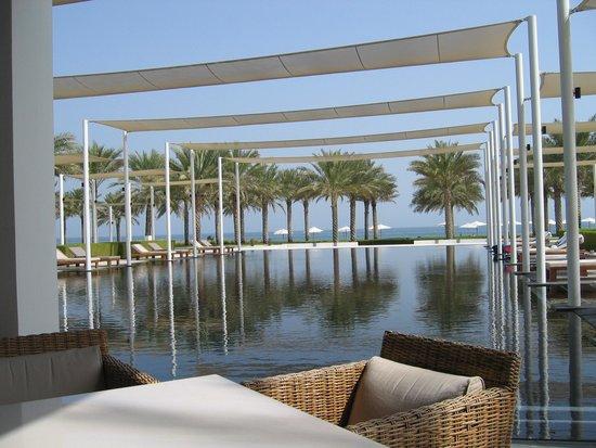 The Chedi Muscat – a GHM hotel: Superbe piscine
