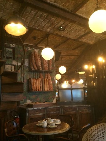 Le Petit Poucet: Fresh bread with every meal