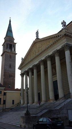 Cologna Veneta, Italien: La facciata col campanile