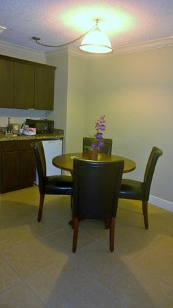 Universal Palms Hotel : Dining Table