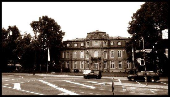 Goethe Museum Dusseldorf: Дом-музей Гёте в Дюссельдорфе.