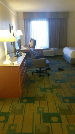 La Quinta Inn & Suites Grand Junction: desk/dresser