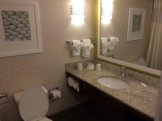 Hilton Garden Inn Orange Beach: Remodeled bathrooms