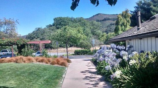 Quail Lodge & Golf Club: A view across the car park