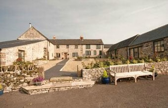 Uppermoor Farmhouse and Holiday Cottages: Welcome to Uppermoor Farm - luxury group accommodation in the Peak District