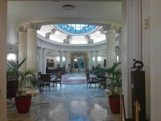 Hotel Carlton: Холл отеля