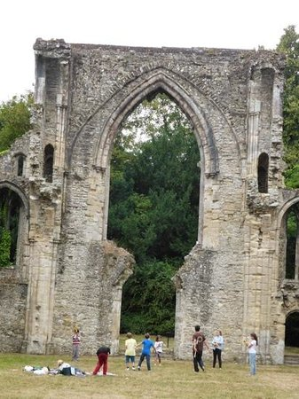 Netley Abbey: our visit spoilt by this family!