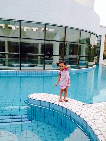 Hasdrubal Thalassa Hotel & Spa Port El Kantaoui: Loulou au bord du piscine