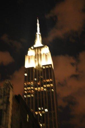 Fairfield Inn & Suites New York Manhattan/Fifth Avenue: Vista da cama do hotel
