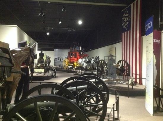 Fort Leavenworth, KS: artillery display