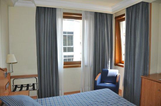 Hotel II Castillas: Светлый номер