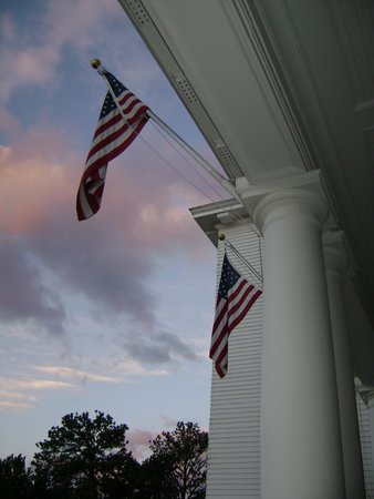 Stanley Hotel: Gorgeous sky view from front porch