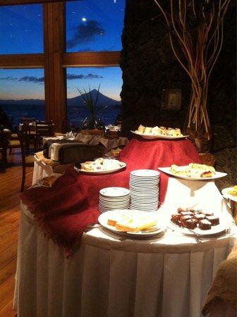 Hotel Cumbres Puerto Varas: Desayuno con vista al volcán