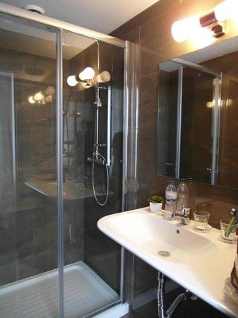 Rossio Garden Hotel: ampia doccia