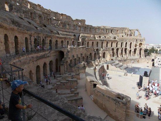 """El Jem Amphitheatre: Над """"пенопластовой"""" сценой - ложа император"""