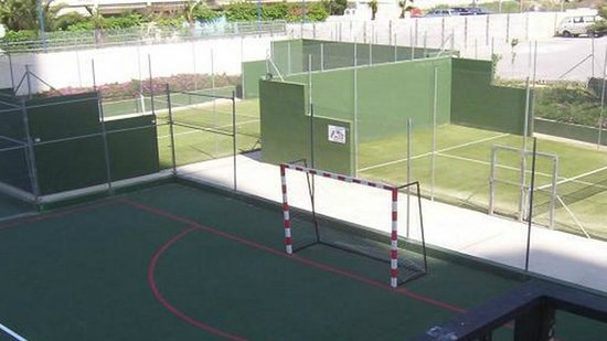 Gemelos XXII Apartments: Football pitches and tennis courts